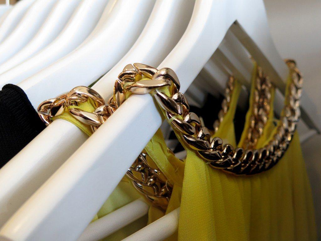 chain_neckline